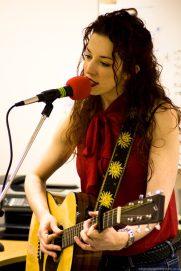 Gloria Guitar 2